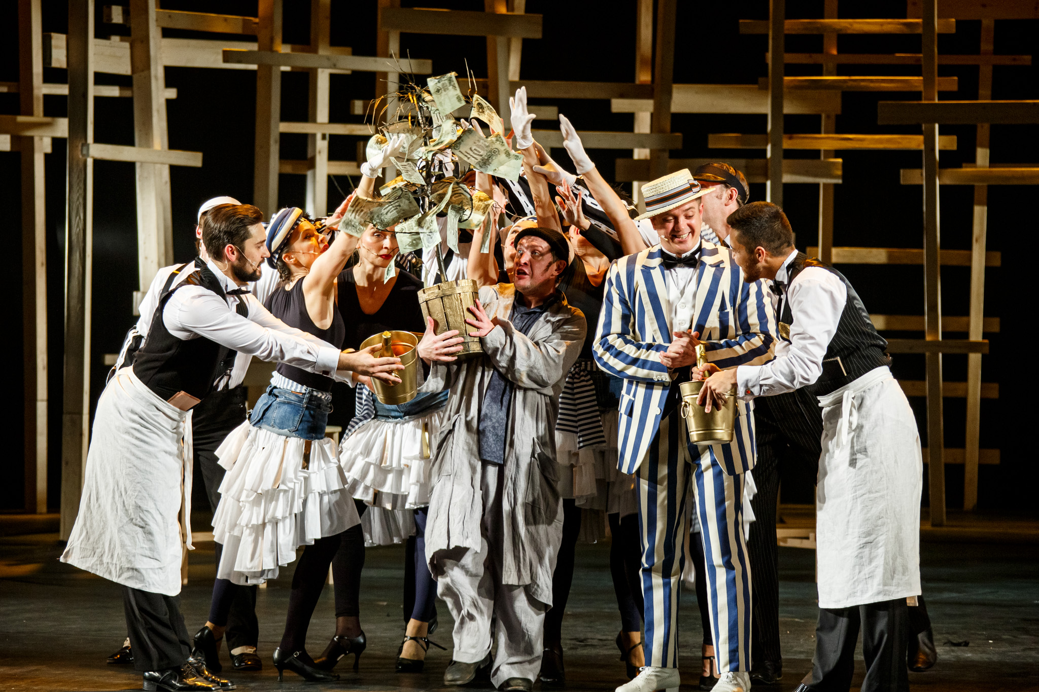 Подарили «Счастье…»: чем запомнилось начало сезона в Волковском театре