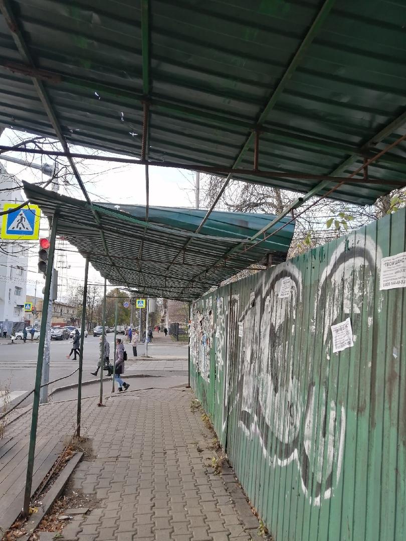 В Ярославле следователи заинтересовались сообщением о падении на ребенка строительного забора