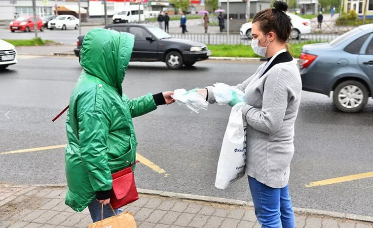 В Ярославле на остановках снова будут бесплатно выдавать маски