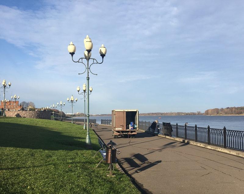 В Рыбинске подрядчик восстанавливает испорченную вандалами набережную