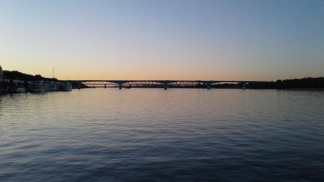 На Октябрьском мосту в Ярославле полицейские спасли девушку