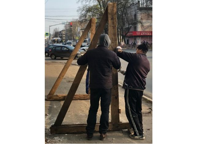 В Ярославле устанавливают ограждение вокруг «Дома Дунаева»