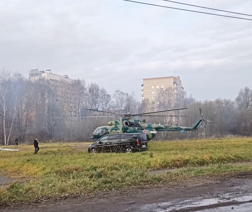 В черте Ярославля приземлился военный вертолет Ми-8: кто прилетел