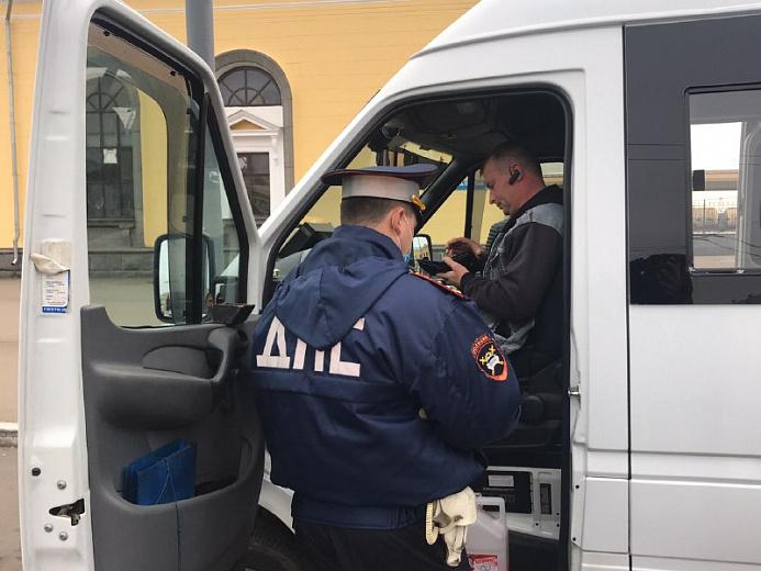 В Ярославле штрафуют водителей за нарушение масочного режима
