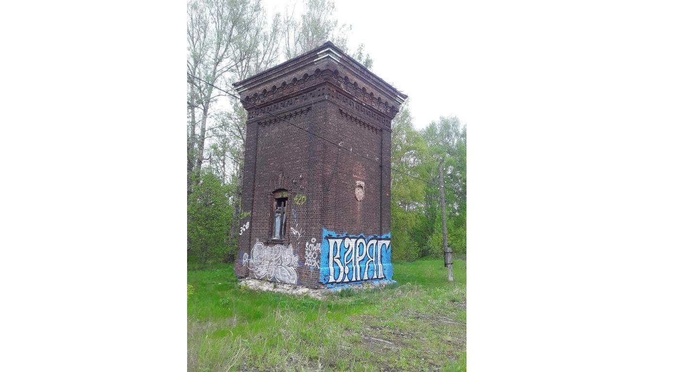 Мэрию Ярославля обязали очистить водонапорную башню за Волгой и ограничить к ней доступ
