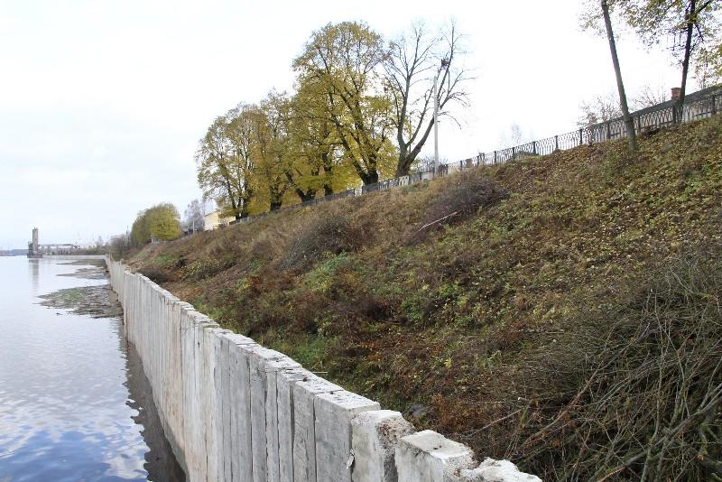 В Рыбинске на Стрелке возобновили работы по берегоукреплению