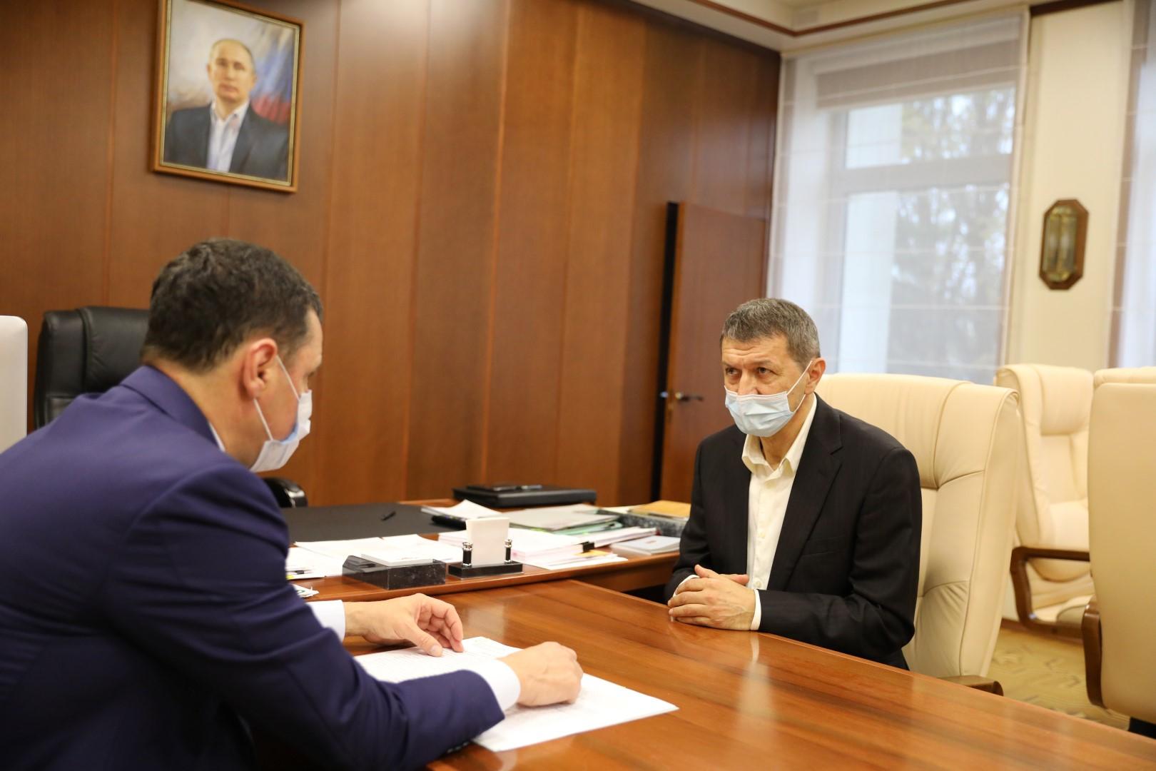 Дмитрий Миронов встретился с будущим главным тренером «Шинника» Юрием Газзаевым