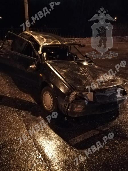 В Ярославской области погиб водитель перевернувшейся легковушки