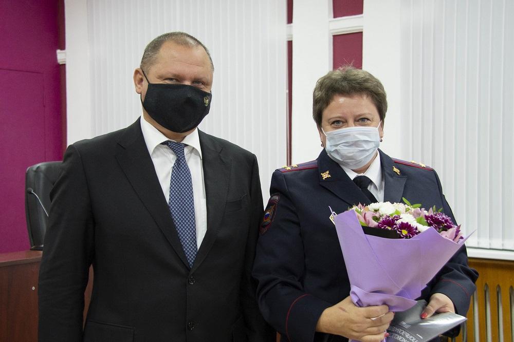 Дмитрий Миронов поздравил с праздником сотрудников УМВД и наградил лучших