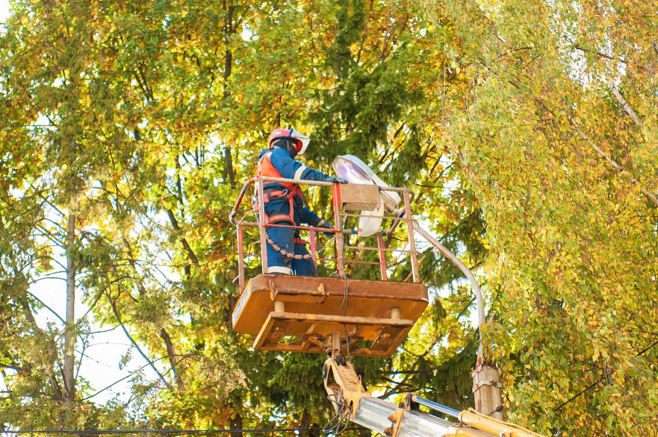 Специалисты Ярэнерго получили благодарность за обслуживание уличного освещения в Некрасовском районе
