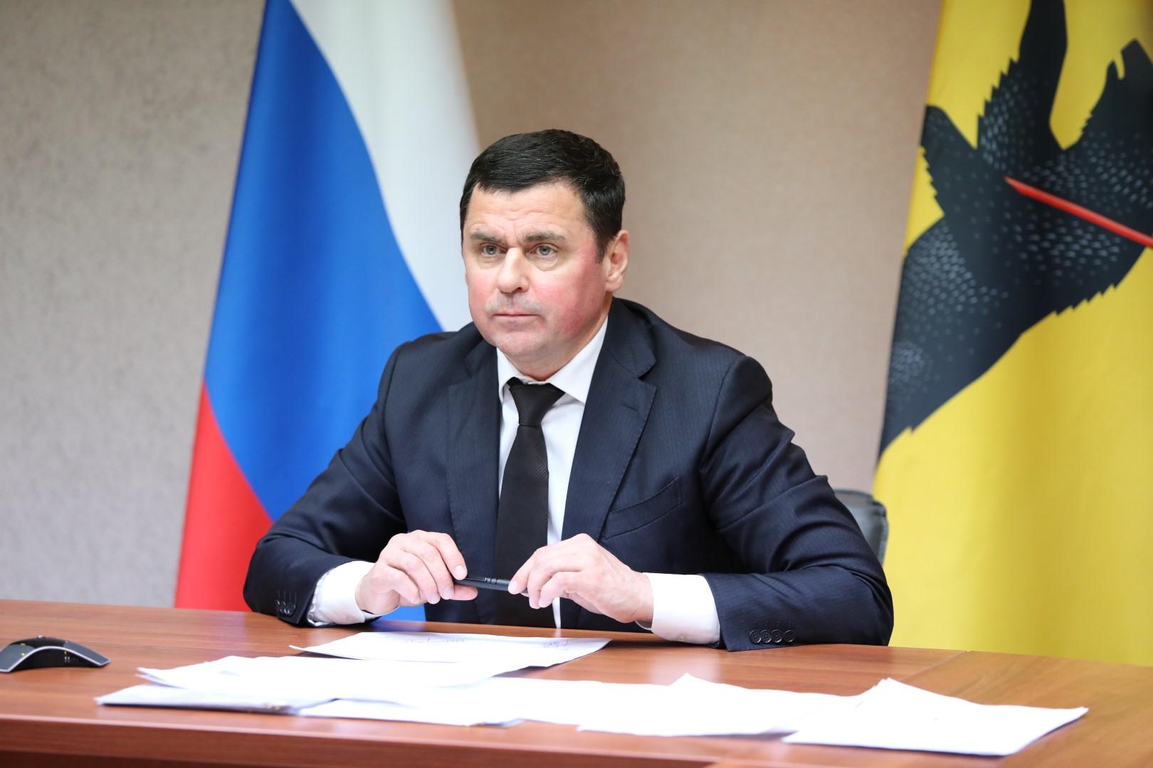 Дмитрий Миронов предложил лидерам фракций облдумы разработать партийные программы поддержки граждан