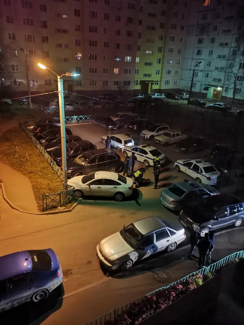 Ночью в Ярославле водитель иномарки протаранил шесть автомобилей и патрульную машину