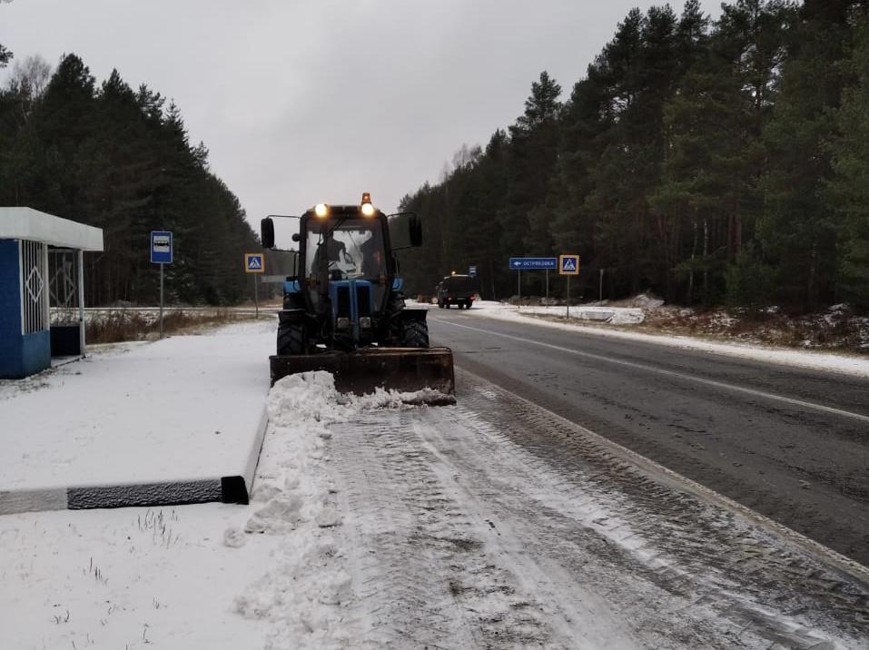 Более 150 единиц техники убирают региональные дороги в Ярославской области