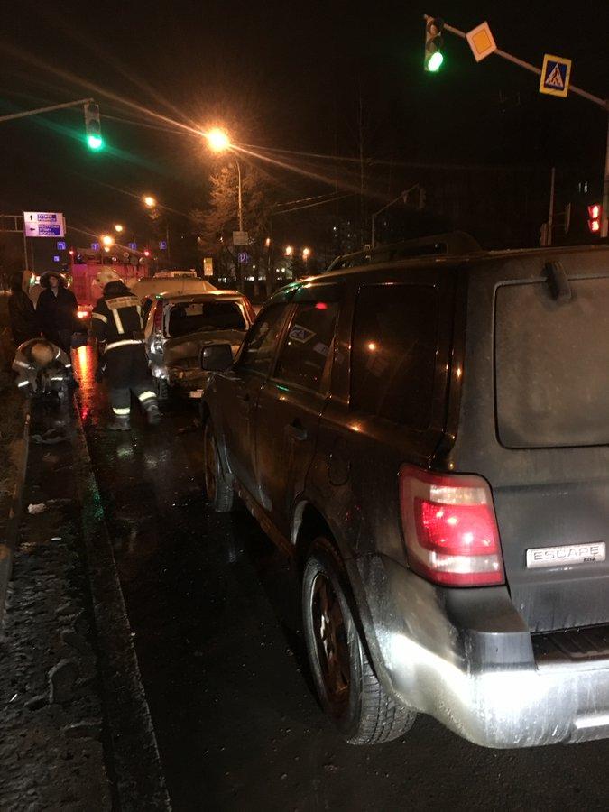В тройном ДТП в Дзержинском районе Ярославля пострадала женщина