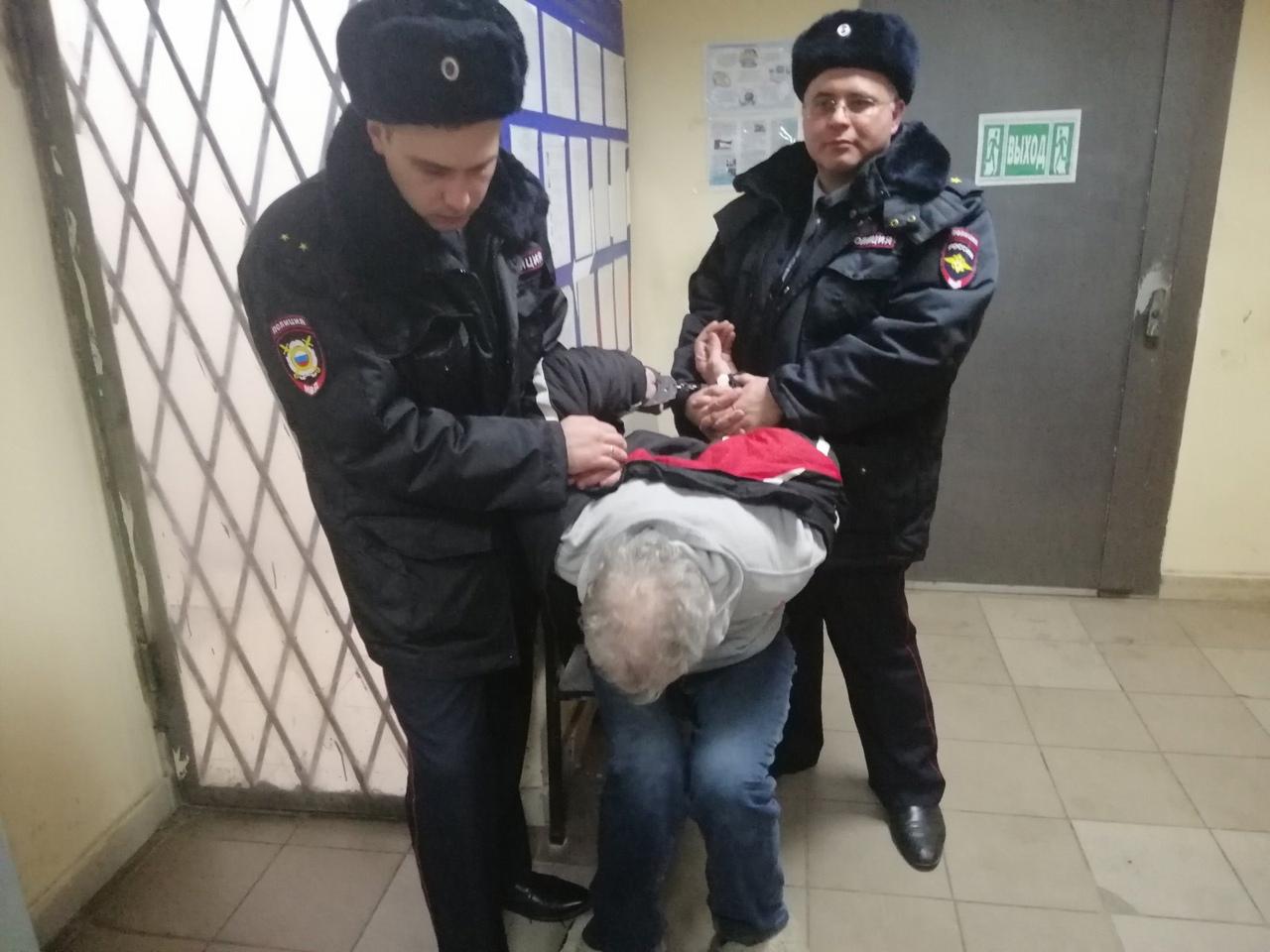 В сети появилось видео задержания сбежавшего из ярославской клиники маньяка