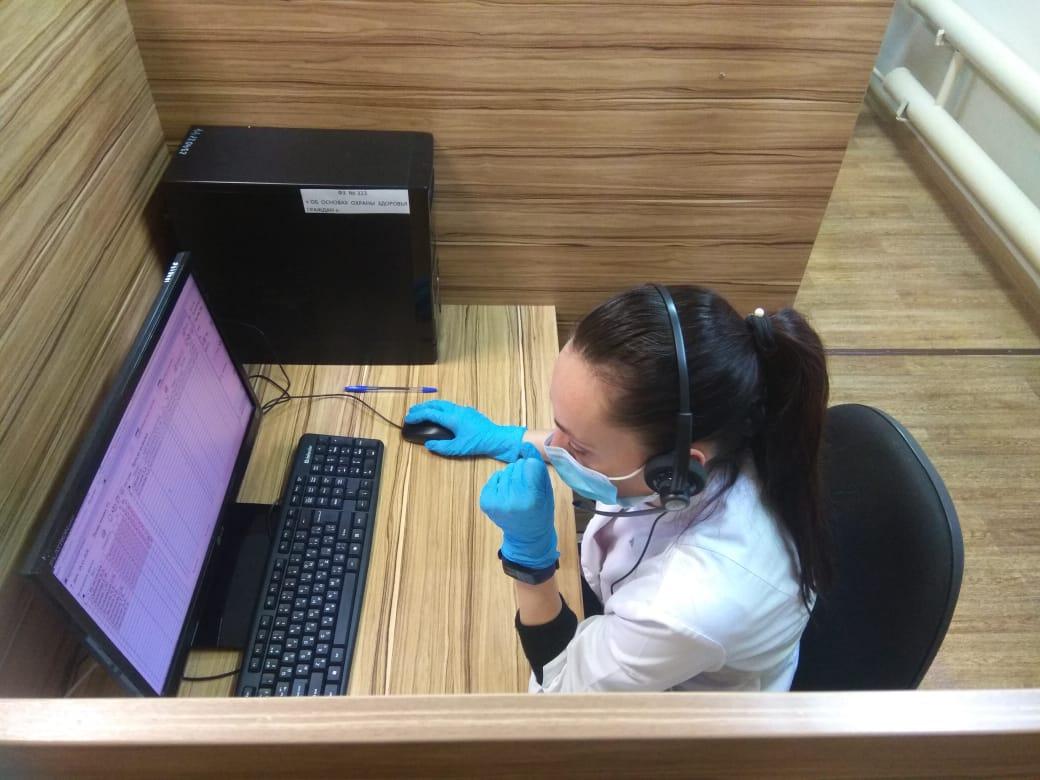 Кол-центры поликлиник работают в усиленном режиме, принимая до двух тысяч звонков за смену
