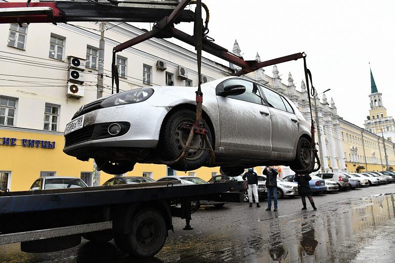 В Ярославле с улицы Победы эвакуируют неправильно припаркованные автомобили