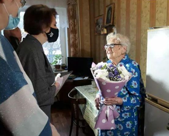 Ярославскую долгожительницу поздравили на Первом канале