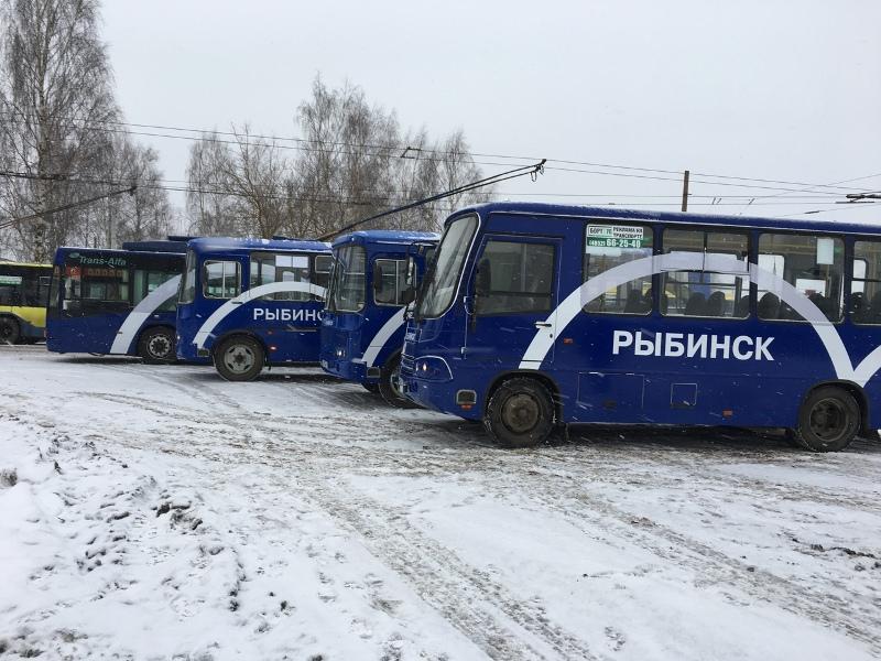 В Рыбинске на автобусы наносят логотип города