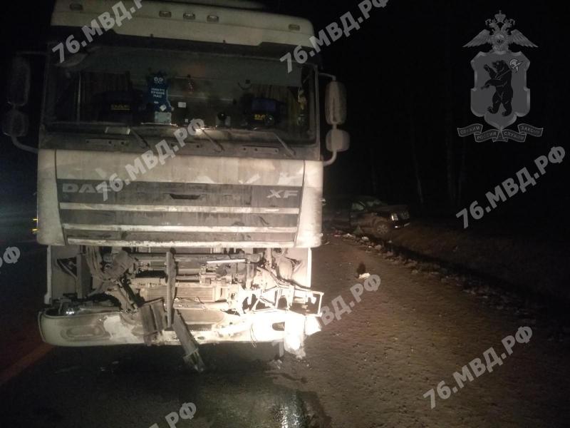Двое детей пострадали при столкновении «Кадиллака» с фурой в Ярославской области