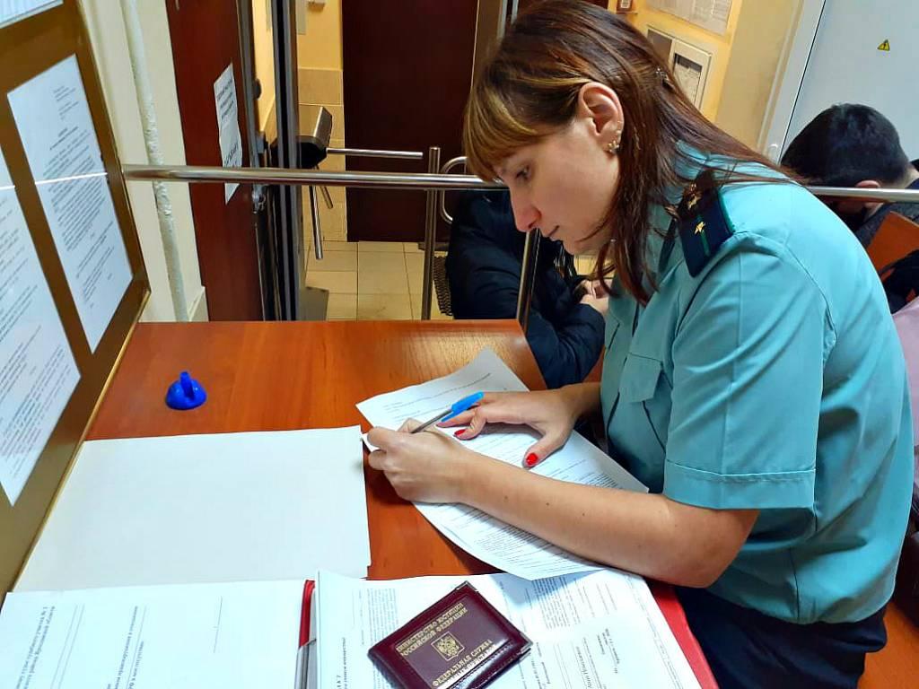 В Ярославле двое уволенных сотрудников завода через суд вернули 800 тысяч рублей
