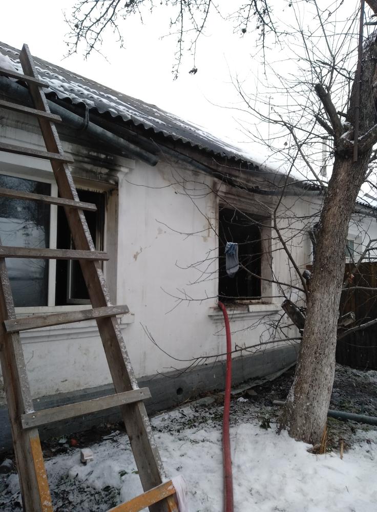 Спасатели вынесли из горящей квартиры в Ярославле маленького ребенка
