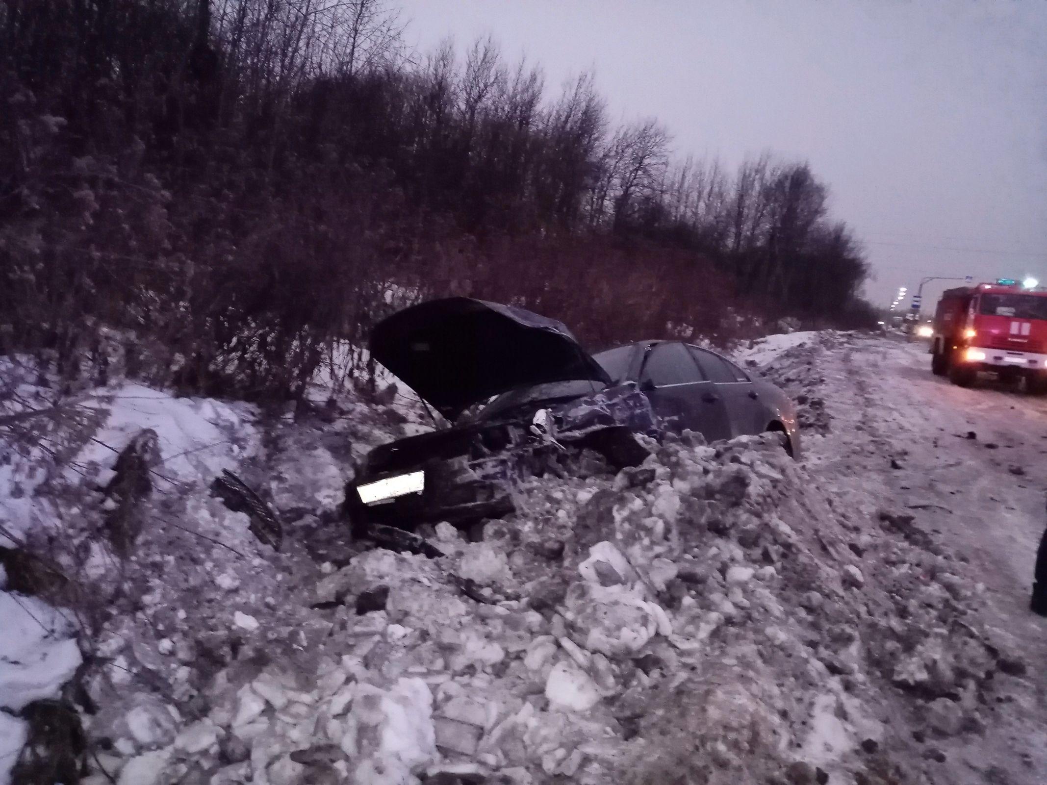 В массовом ДТП с фурой в Ярославле пострадал один из водителей