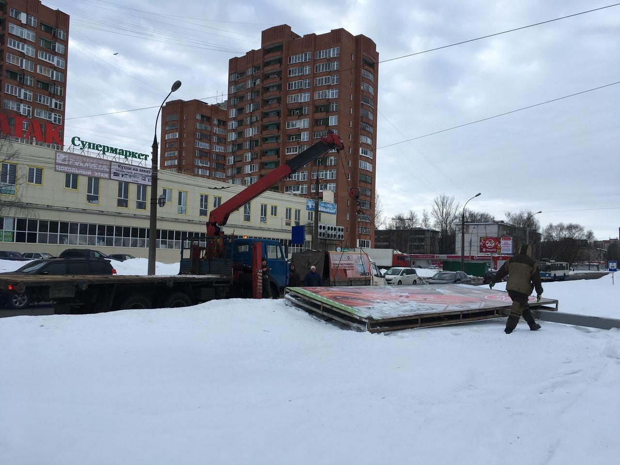Более 1100 нелегальных рекламных конструкций демонтировали в регионе в прошлом году