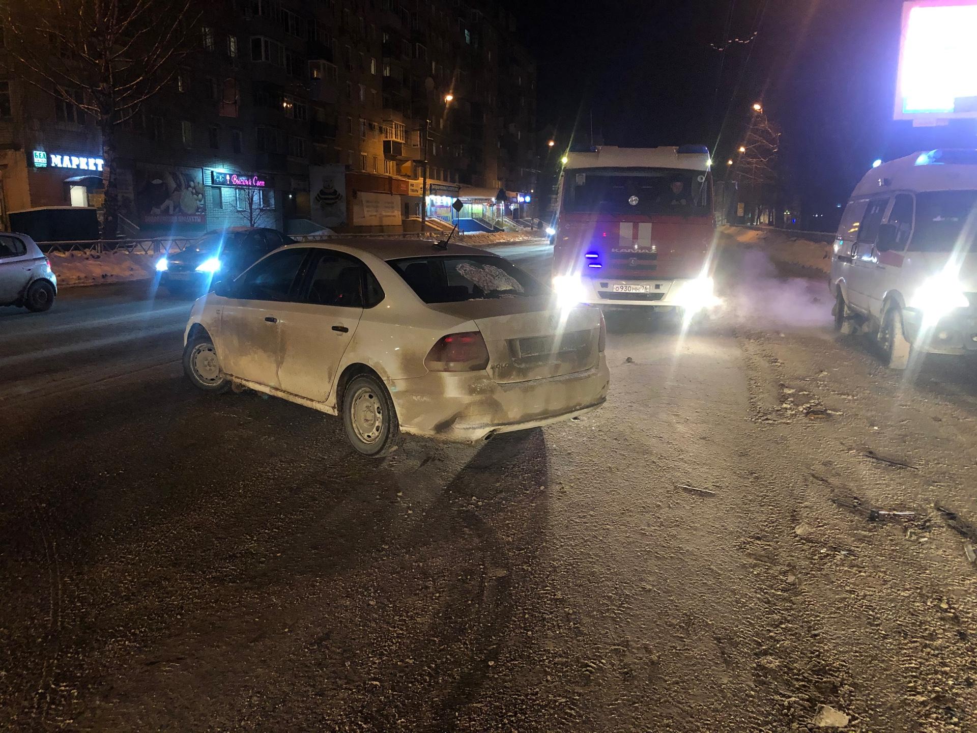 В Рыбинске столкнулись два «Фольксвагена»: пострадала женщина