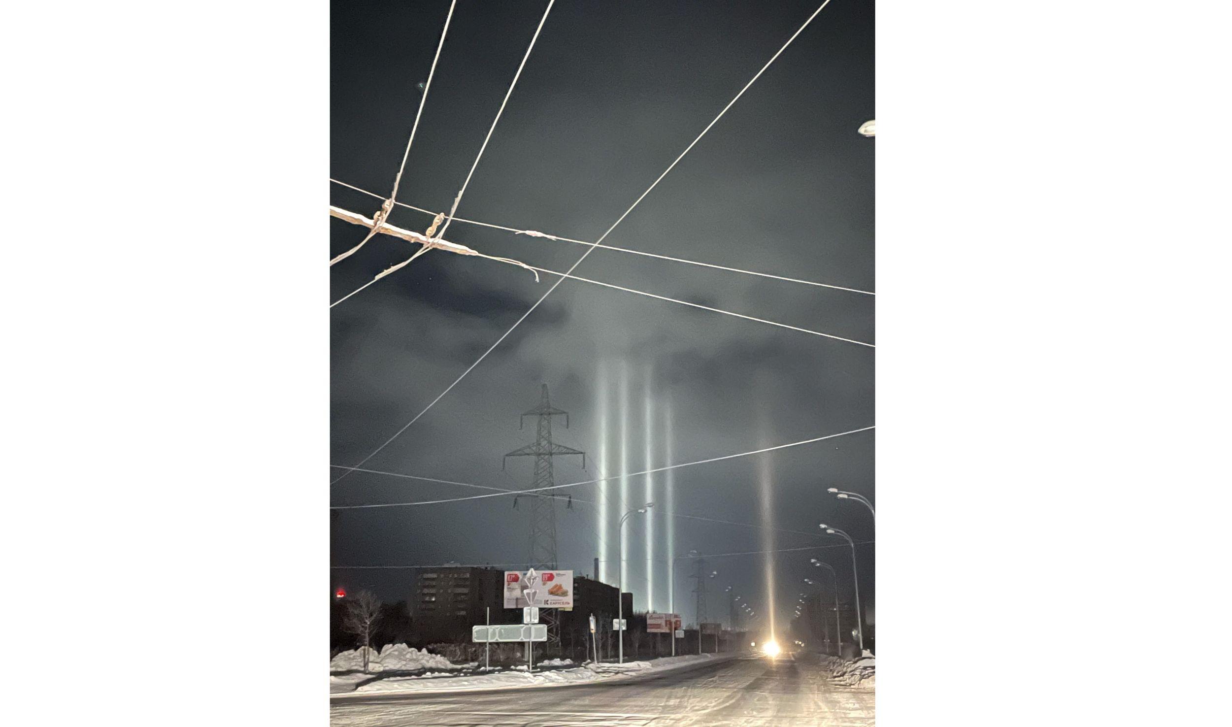 В Рыбинске утром запечатлели световые столбы: кадры