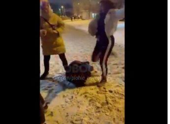 В Ярославле полиция заинтересовалась видео, где девушка избивает сверстницу