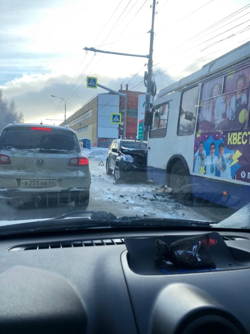В Ярославле на Полушкиной роще водитель иномарки столкнулся с троллейбусом