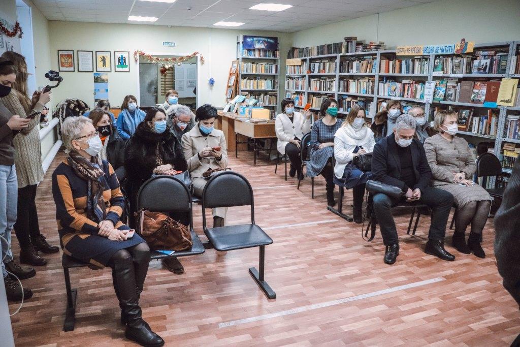 Строительство новой поликлиники в Красном Бору обсудили с жителями поселка