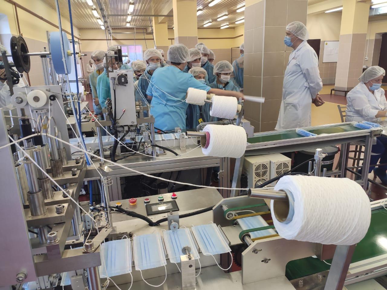 Дмитрий Миронов: ярославские компании ежемесячно выпускают до 15 миллионов медицинских масок