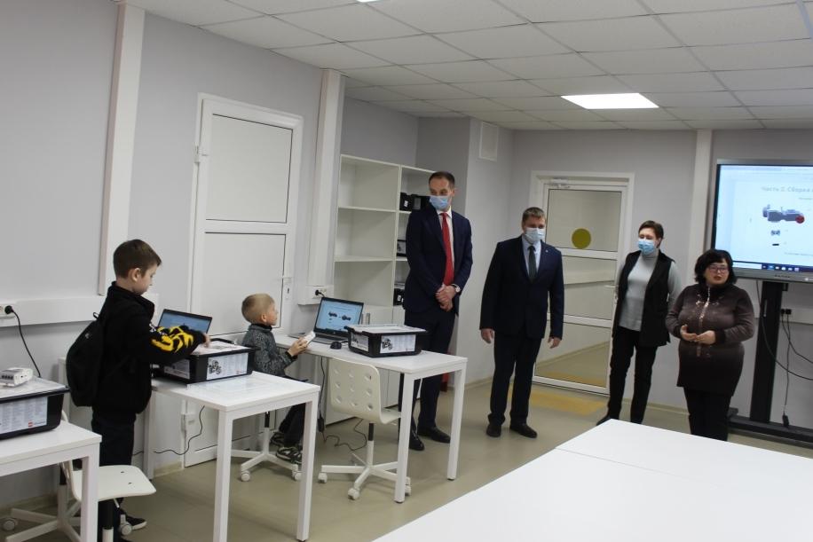 Тутаевские школьники программируют роботов и осваивают виртуальную реальность