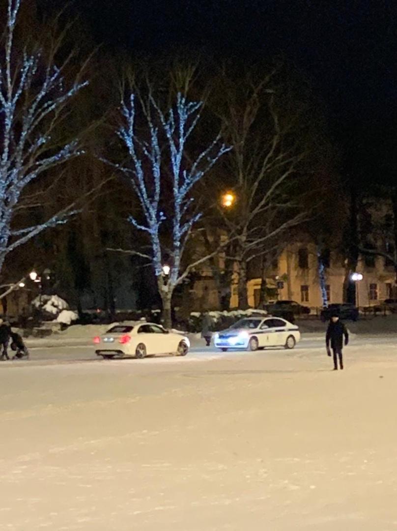 В Ярославле поймали водителя «Мерседеса», устроившего дрифт на Советской площади