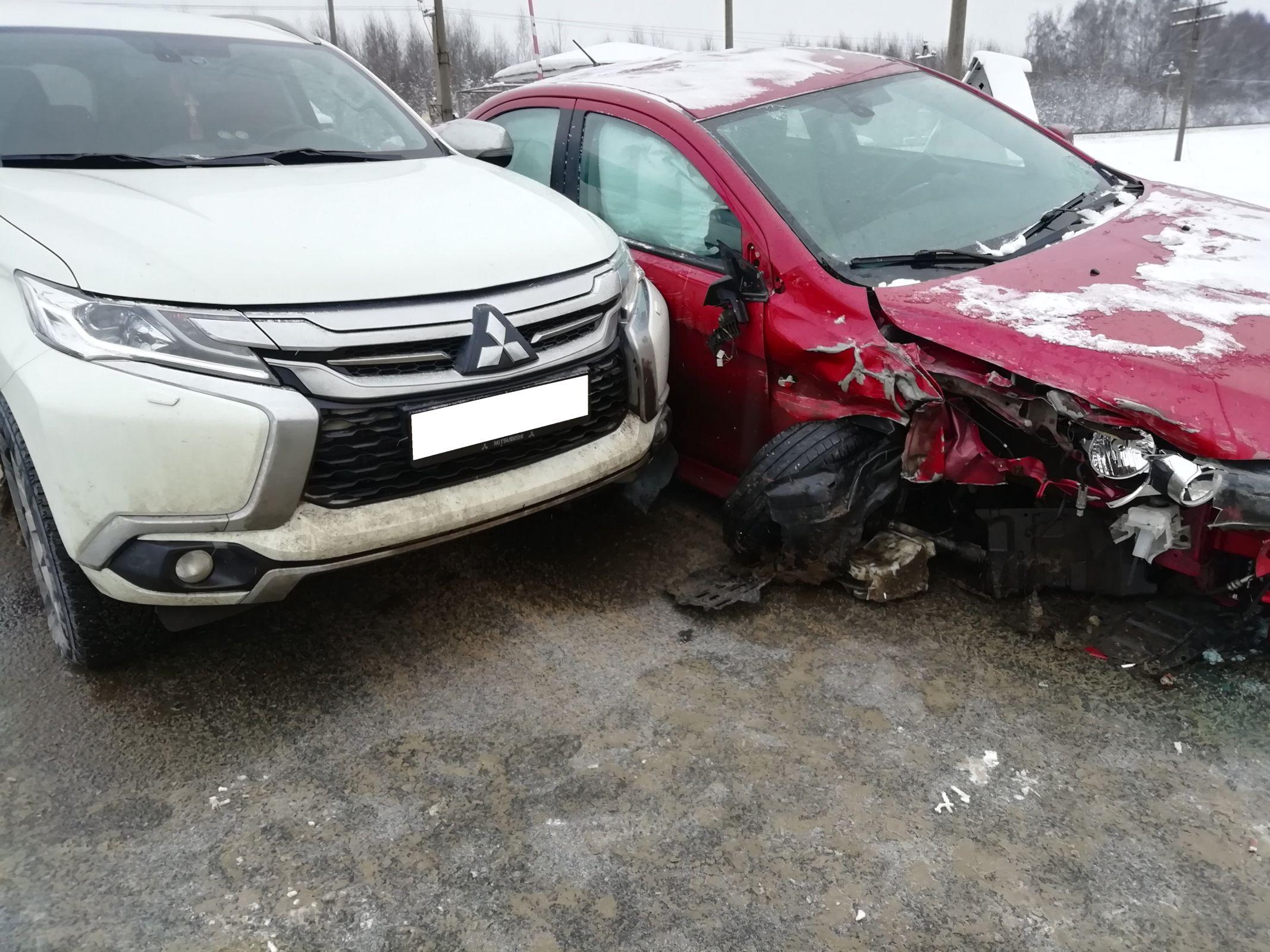 Две иномарки разбились на окружной в Рыбинске: пострадал мужчина
