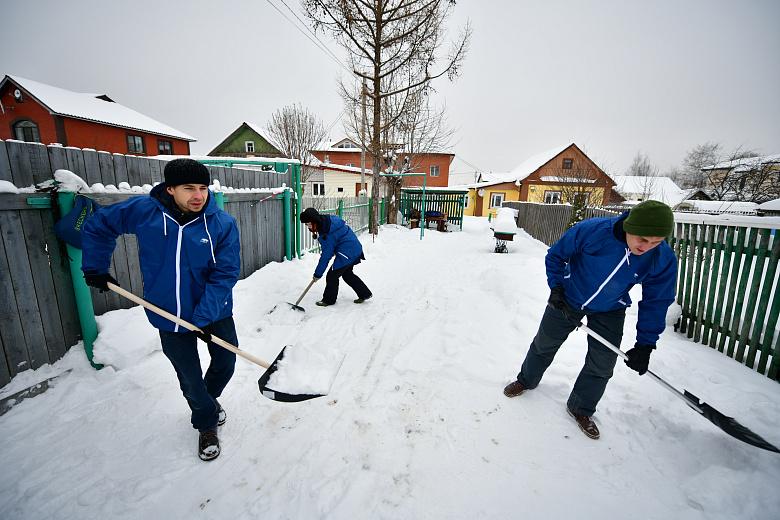 В Ярославле депутаты стали волонтерами и присоединились к акции «Снежный десант»