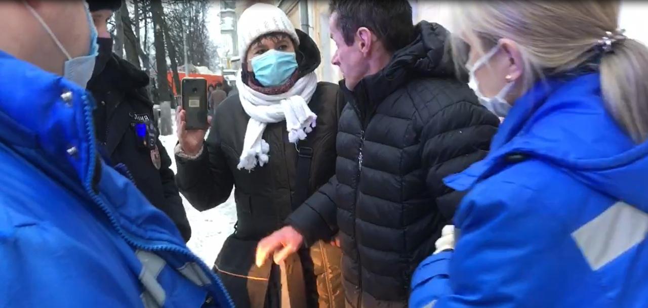 В Ярославле полиция и медики оказывают помощь потерявшимся горожанам