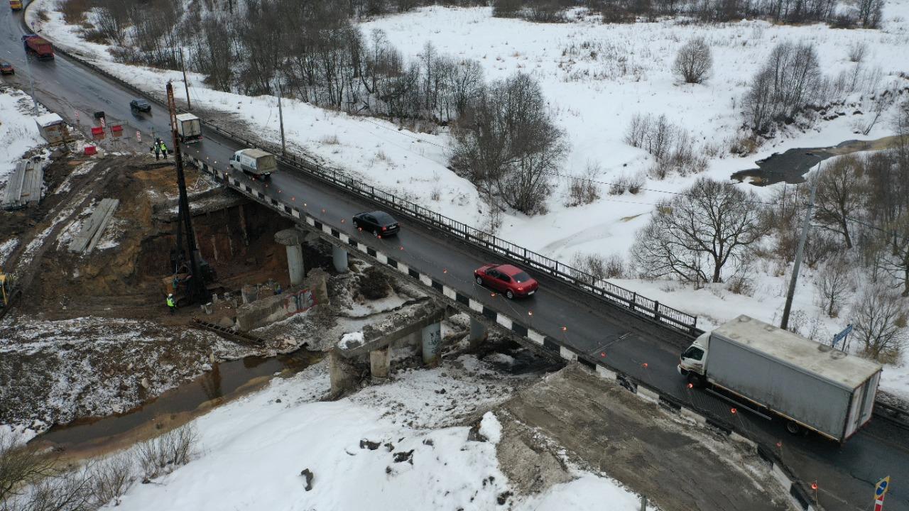 Реконструкция моста через реку Печегду на трассе Ярославль – Рыбинск идет с опережением графика
