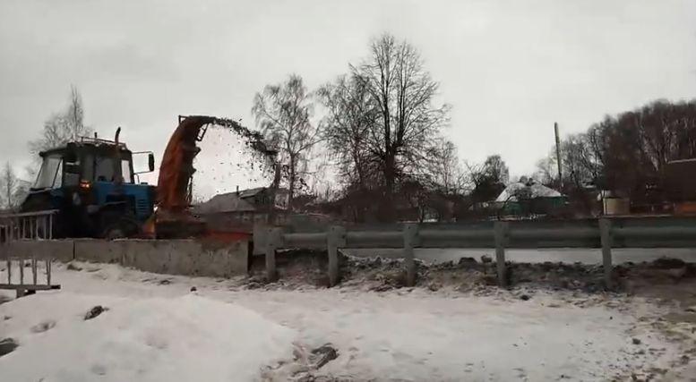 Под Ярославлем проводится проверка по факту сброса загрязненного снега в реку