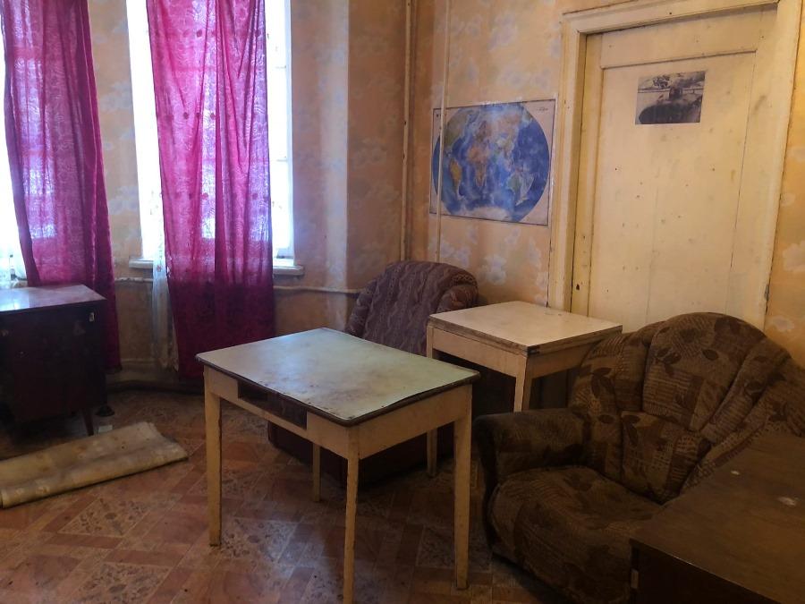 В Рыбинске за коммунальные долги в 300 тысяч рублей из квартиры выселили семью из двух человек