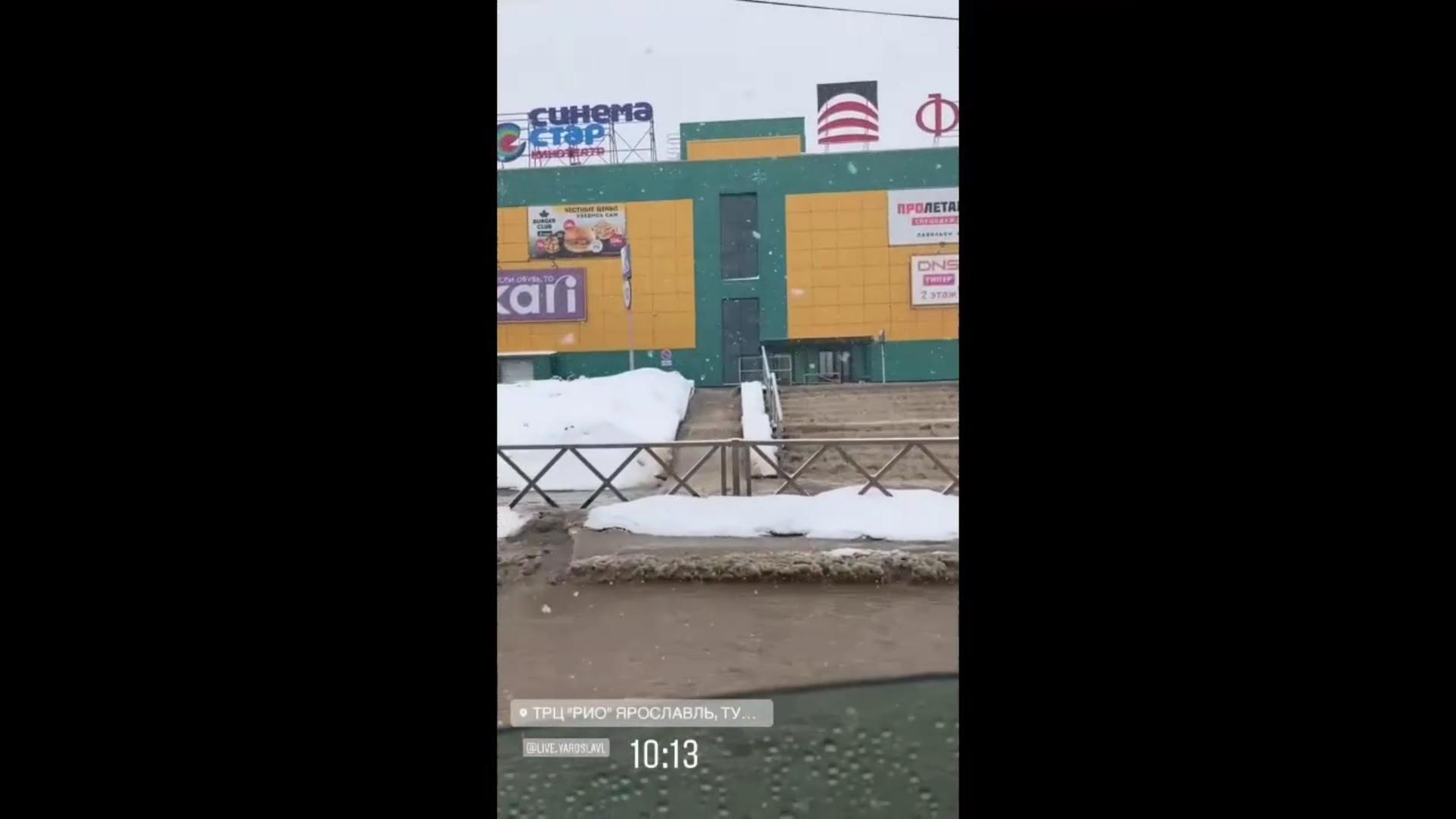 В Ярославле затопило торговый центр и его окрестности: видео
