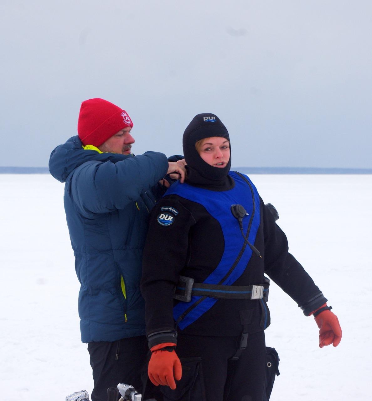 Исследователи затопленных святынь Мологского края начали погружения под лед Рыбинского водохранилища