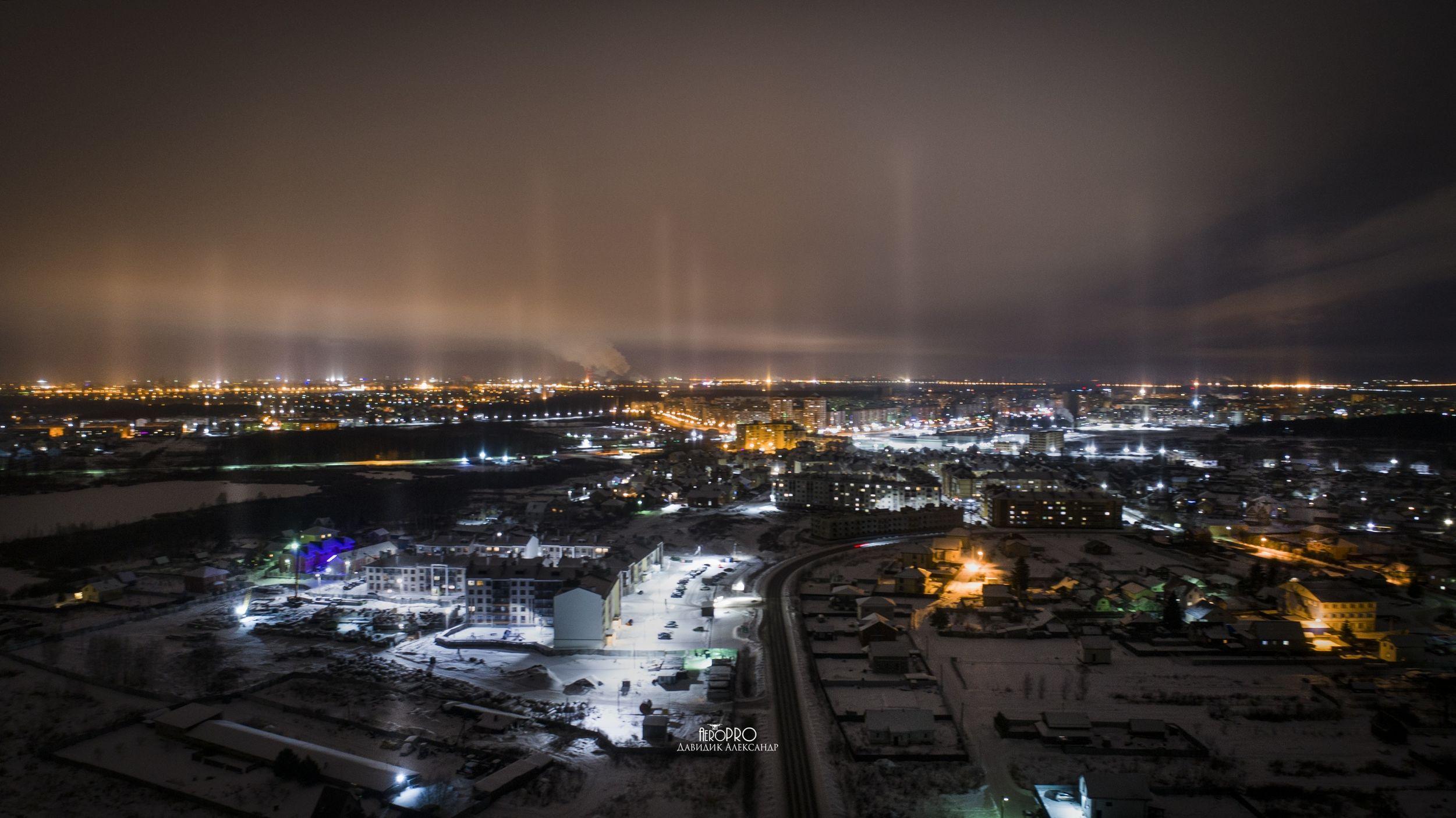 В Ярославле запечатлели множество световых столбов