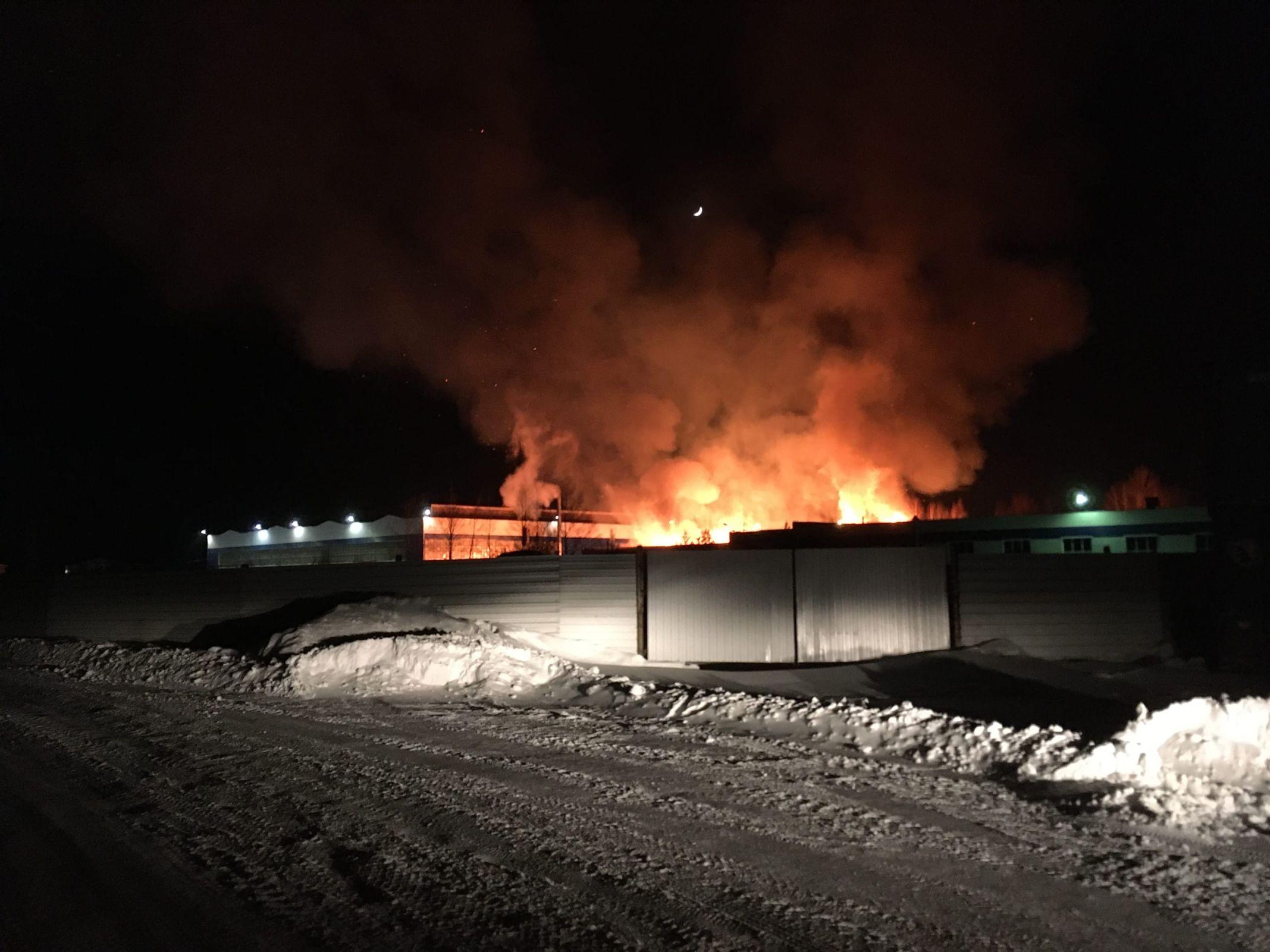 В Рыбинске сгорела пилорама площадью 800 квадратных метров