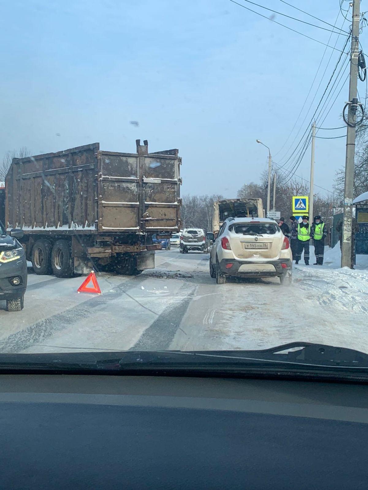 В Ярославле в ДТП с КАМАЗом пострадали две женщины
