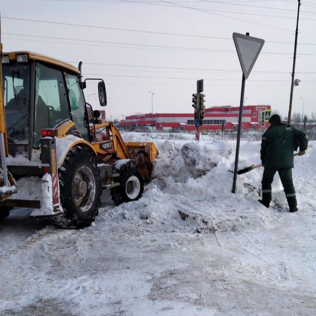 Дмитрий Миронов: прошу обратить внимание на жалобы жителей, связанные с уборкой дорог