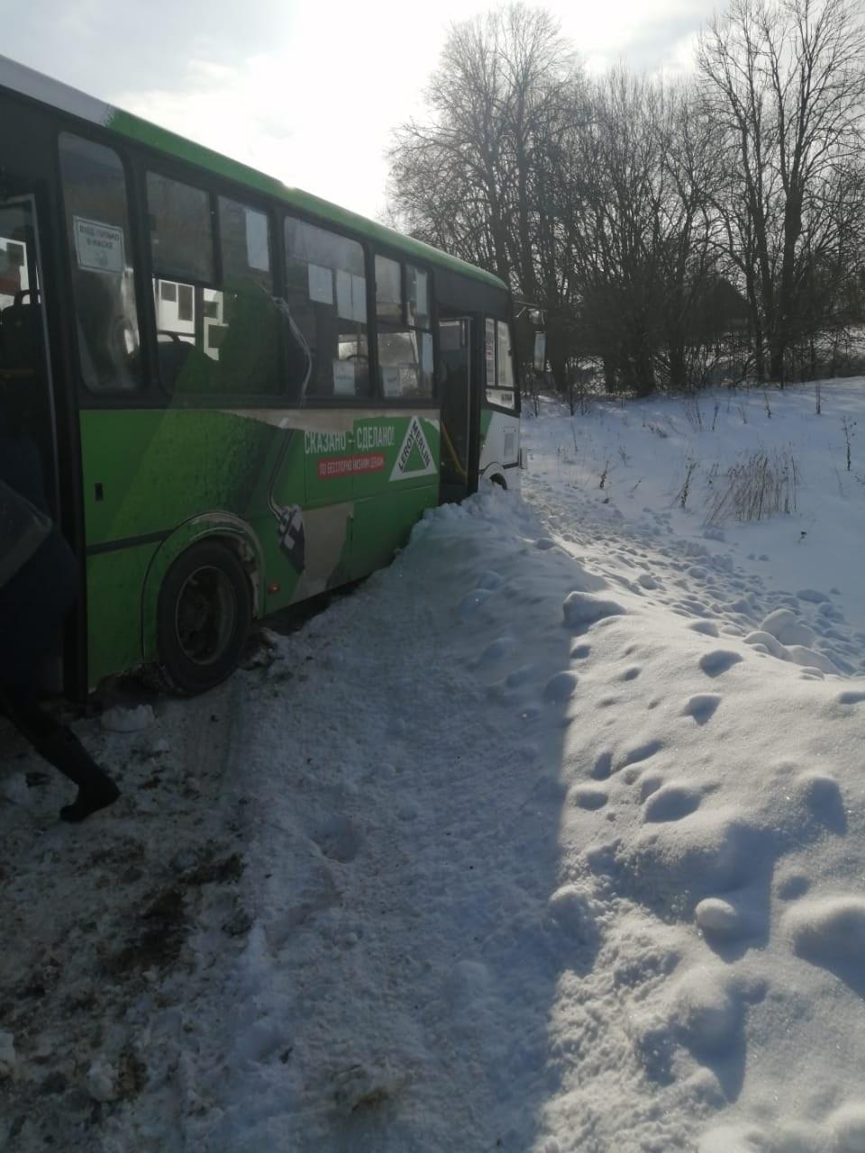 В Ярославской области в аварии с автобусом и иномаркой пострадали две женщины