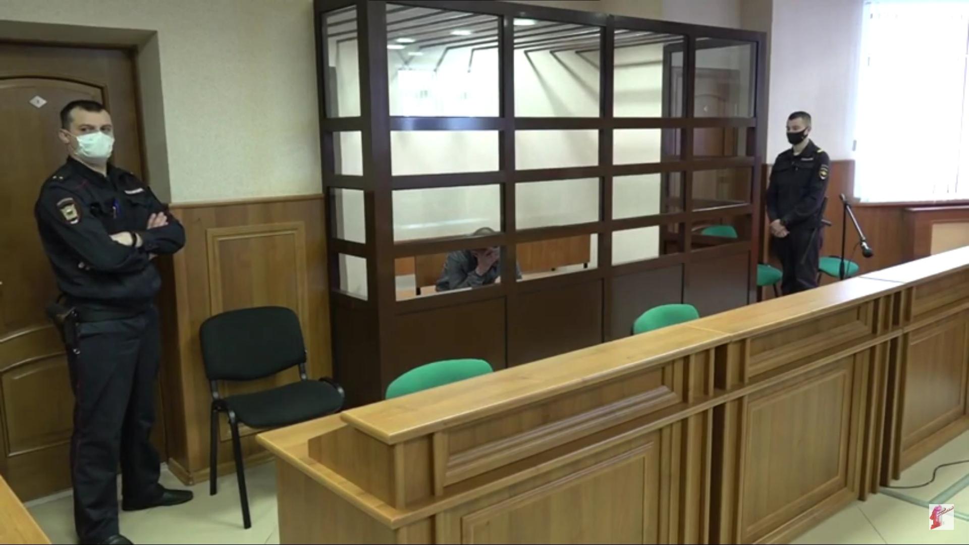 В Ярославле осудили мужчину, который жестоко убил соседку ради 4 тысяч рублей и поджег ее квартиру